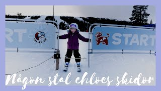 Någon stal Chloes skidor 🎿