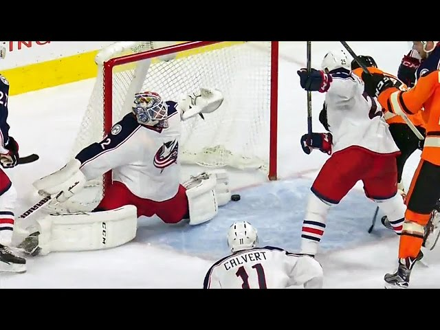 Bobrovsky extends for unbelievable toe save