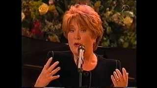 Jasperina de Jong en anderen op het Koninginnedagconcert 2001, deel 2.