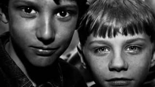 Грустное видео до слез!!! Про детей сирот(((Агитационное видео про несчастных детей!!!Очень жалко плакать хочется!!!, 2011-12-21T14:57:07.000Z)