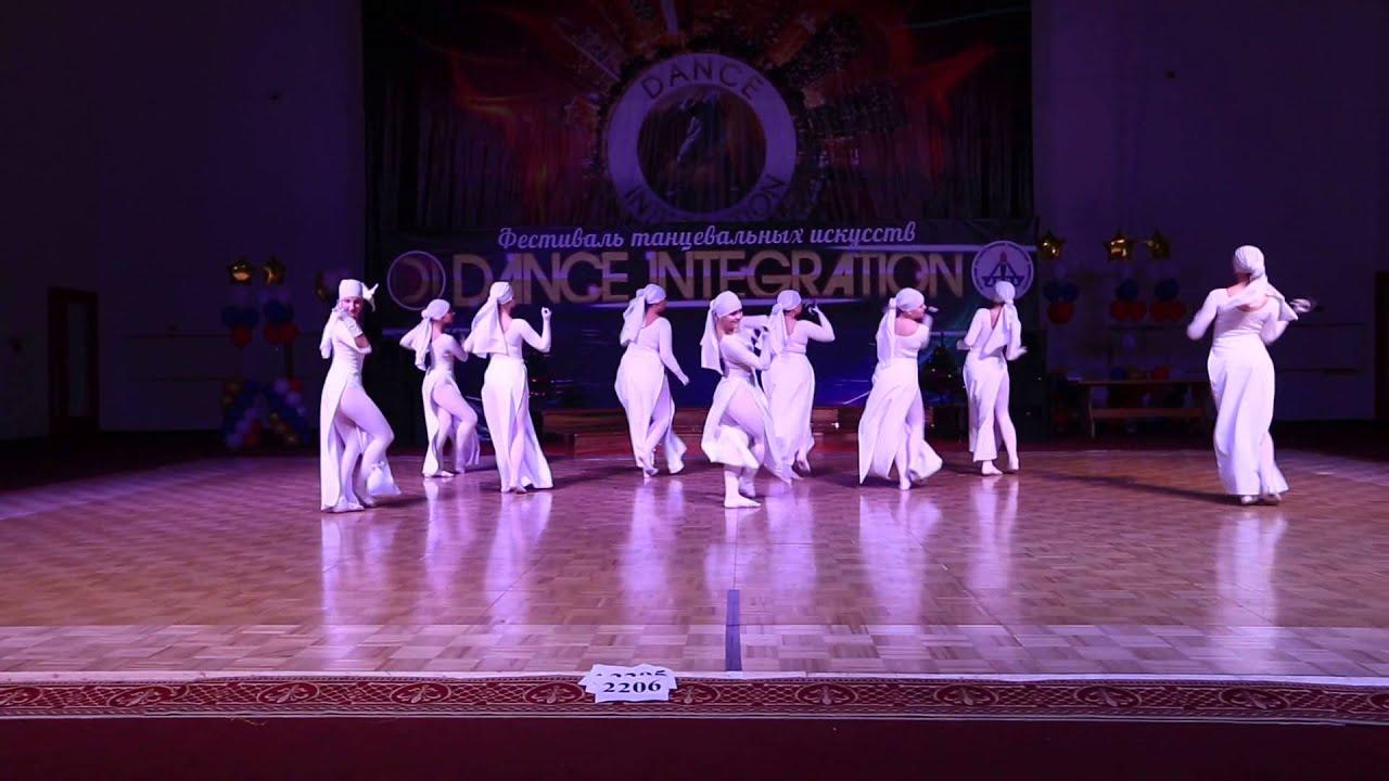 Видео танцы в прозрачных одеждах, мастурбация грудастых женщин