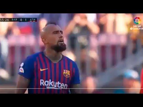 """Реакция Видаля на Месси (замену), которая подтверждает, что дела """"Барселоны"""" плохи..."""