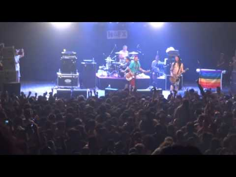 NOFX live Chile 2015 -  Murder the Government (Fat Mike was pushed off the stage)/Leave It Alone