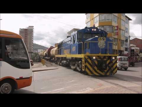 PeruRail Cargo - Following a freight train through Cusco on foot