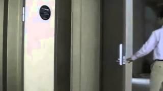 Скрытая петля-доводчик для металлической двери(Установка петель с функцией доводчика возможна и на металлические двери. На видео можно видеть принцип..., 2015-03-06T10:55:22.000Z)