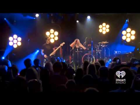 The Pretty Reckless - Dear Sister/Absolution no iHeartRadio
