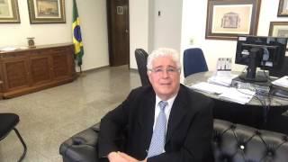 """SENADOR REQUIÃO DIZ QUE """"AÉCIO NEVES ERA O PALADINO DA MORALIDADE""""."""
