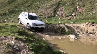 Dacia Duster in a bombhole at 2800m