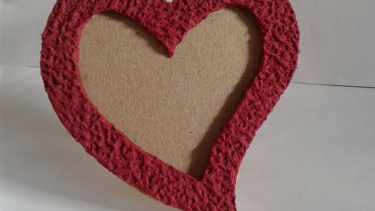 How To Make Lovely Heart Shape Photo Frame - DIY Crafts ...