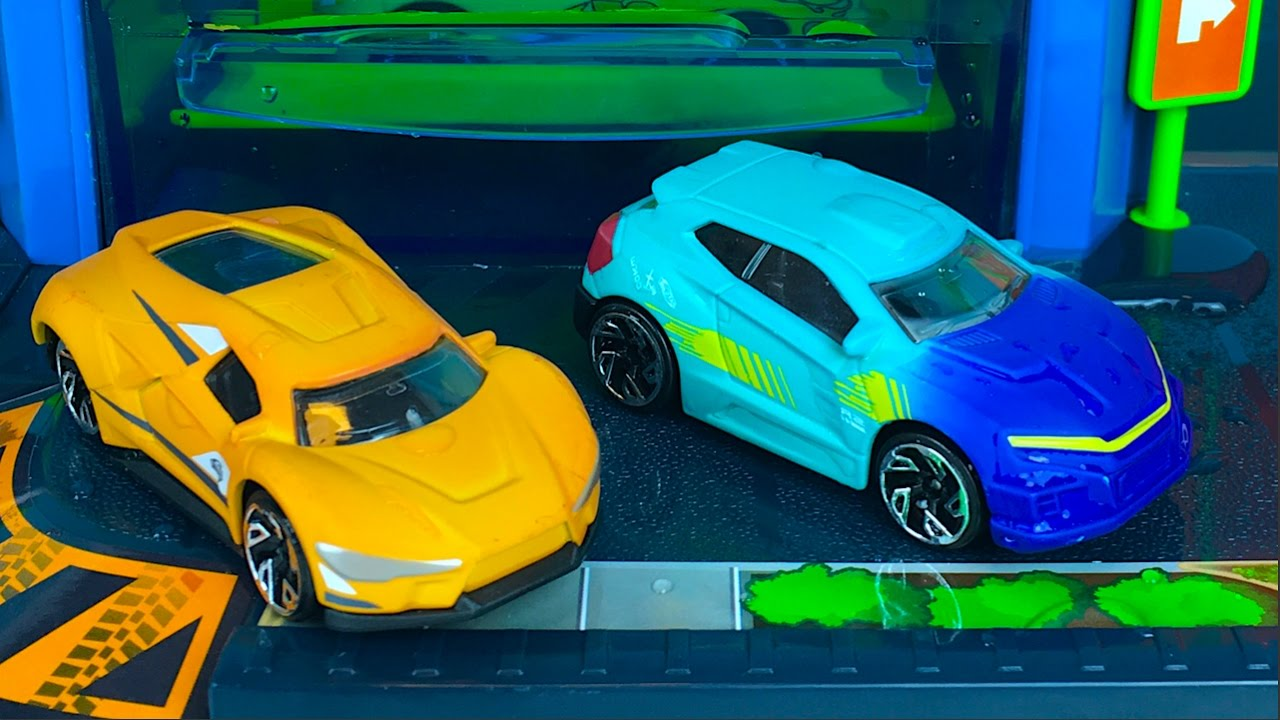 FAST LANE COLOR CHANGE CAR WASH PLAYSET WITH HOT WHEELS COLOR ...