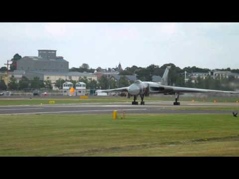 Amazing Avro Vulcan Takeoff Farnborough Airport