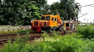KLB Kereta api  plasser lewat beri klakson unik S35