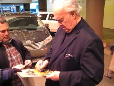 Paul Hornung signs autographs for The SI KING 12-15-13