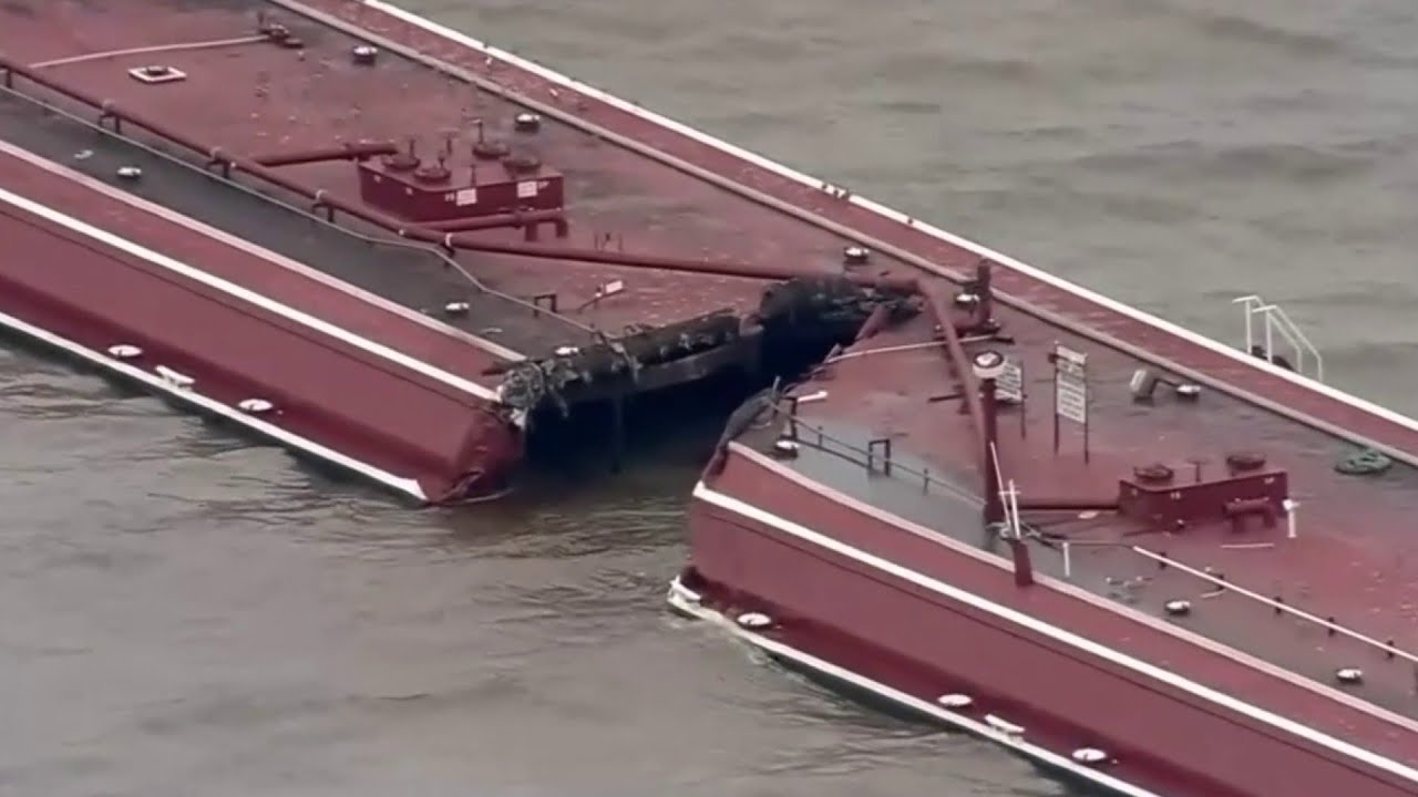 Download Ship collides with two barges in ship channel