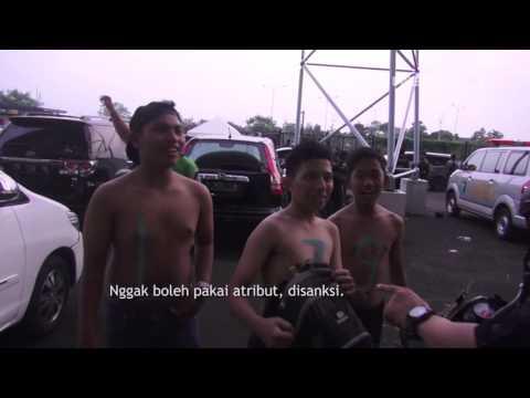 Pencuri Helm Tertangkap Basah Saat Pertandingan Persib Vs PSM Makassar - 86
