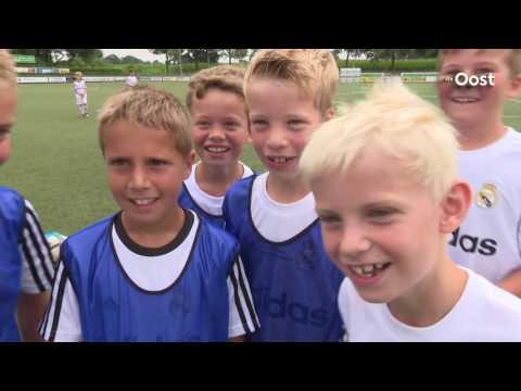 Ruim vijftig kinderen doen mee aan Real Madrid Clinic in Buurse