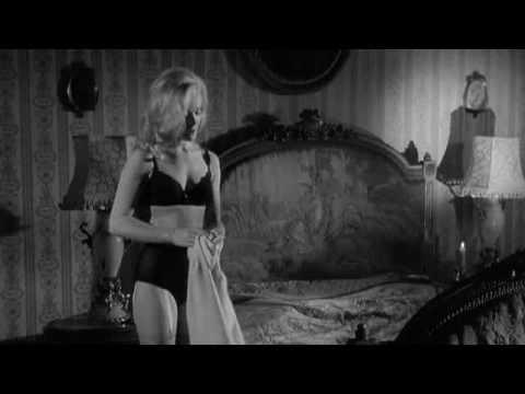 Shirley Eaton w pończochach