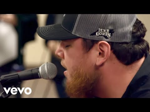 Luke Combs - Houston, We Got a Problem Mp3