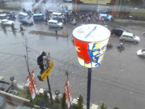 Banjir Bandang pertama di Pasteur btc (Bandung Trade Center) 2010 semoga tidak terulang