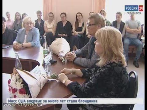 Известные актеры Борис Токарев и Людмила Гладунко, приехавшие в Чебоксары на кинофестиваль, провели