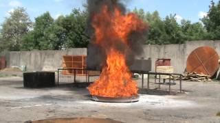 Испытание ОП 4з МИГ Е тушение очага 70В(Огнетушитель порошковый ОП-4(з) МИГ-Е на испытаниях превосходит требования ГОСТ., 2015-11-12T13:02:14.000Z)