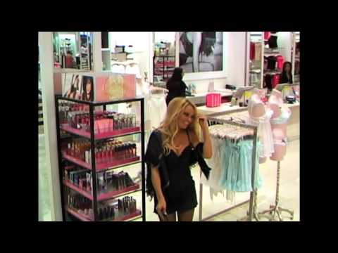 I Get That A Lot - Preview: Pamela Anderson