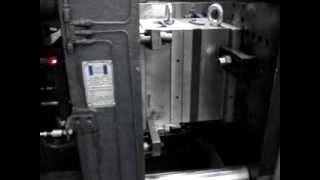 Работа пресс формы на термопластавтомате(Работа пресс формы для изготовления крышки. Изготовление пресс форм, литье изделий из пластмасс http://www.astrild.ru., 2013-06-27T08:09:32.000Z)