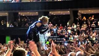 Madonna sings Holiday Unplugged No Sound in Glasgow Front Row