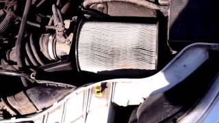 видео Замена воздушного фильтра на Ford Focus 2 своими руками
