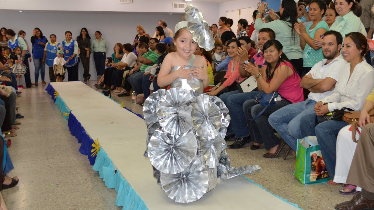 Vestuario Tipico Con Material Reciclado