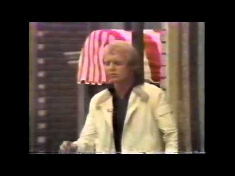 DAVID SOUL ON THE MIKE DOUGLAS  IN 1977