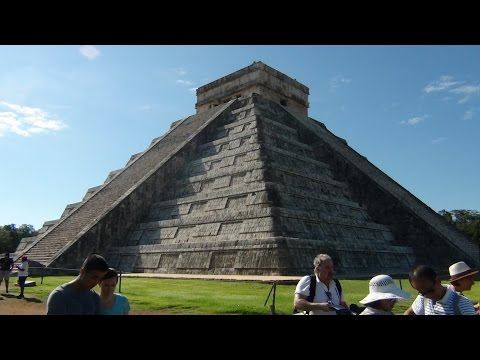 Pyramid at Chichén Itzá: Yucatan Peninsula, Mexico