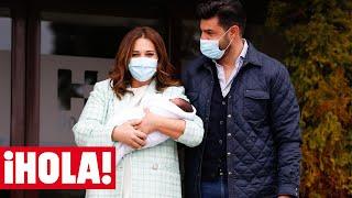 Paula Echevarría y Miguel Torres abandonan el hospital con su hijo Miguel Jr.