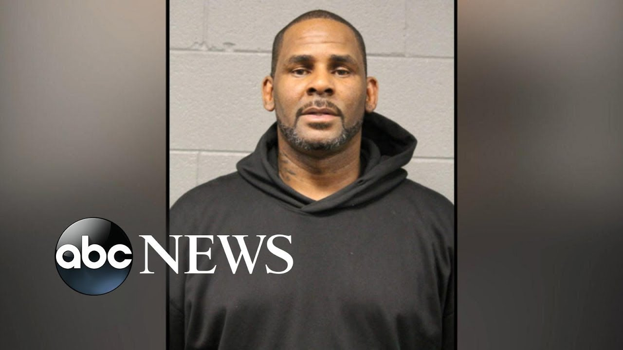 R. Kelly turns himself in to Chicago police after indictment