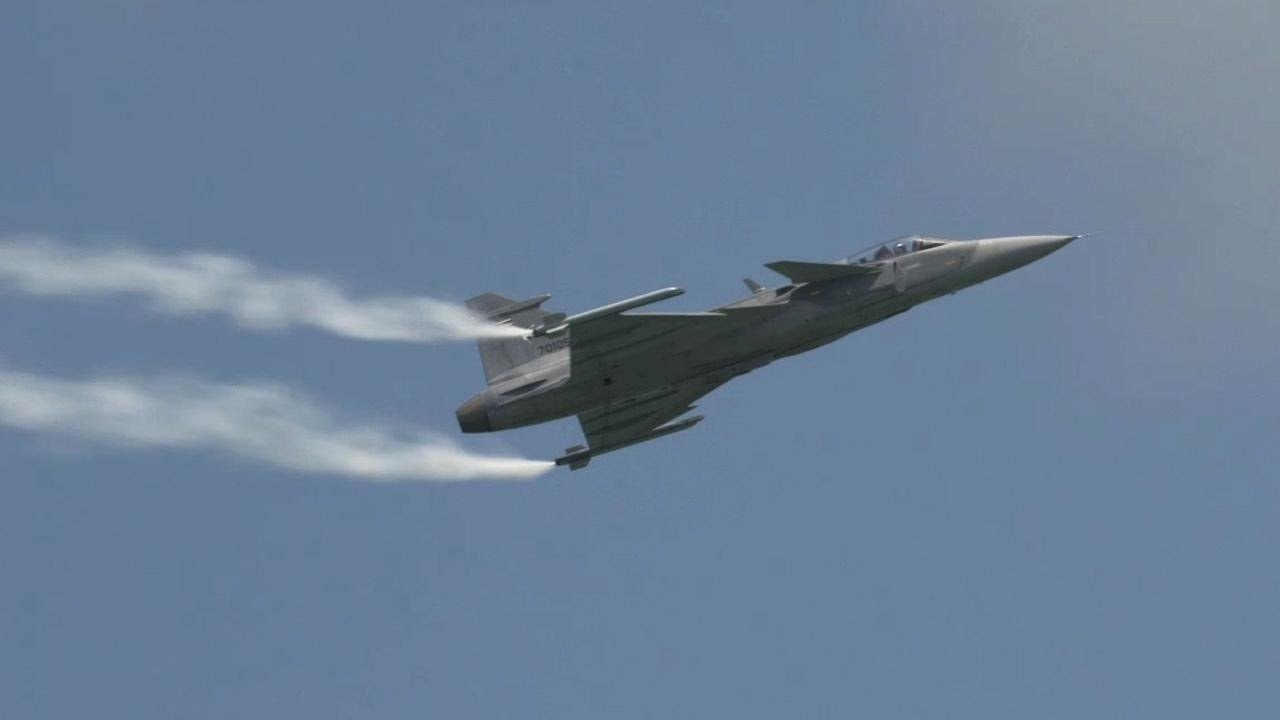 Royal Thai Air Force's Saab JAS-39 Gripen C Rips Through the Skies Over  Singapore – AINtv