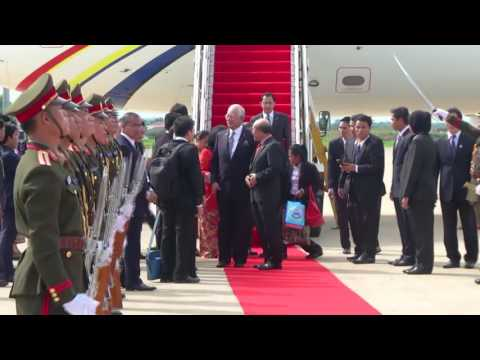 PM Arrives In Laos For Asean Summits
