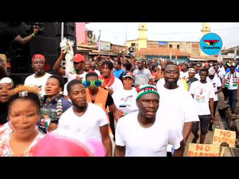 Hundreds flood Accra streets, join Mahama in 'Thank You walk'