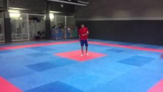 exercices pour les jambes / saut cloche pied grande enjambée