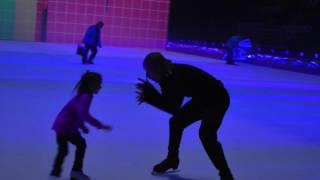 Евгений Плющенко и дочка Ирины Слуцкой,Варя.Догонялки!) Снежный Король.Москва Репетиция