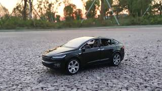 Коллекционный автомобиль Tesla Model X