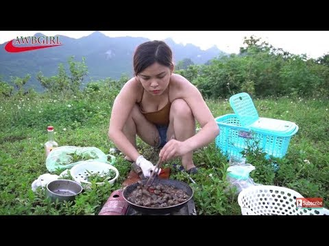 Amazing Beautiful Girl Cooking n Eating Raw Snails