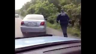 Во Владивостоке автомобиль выехал на встречку прямо перед ГИБДД