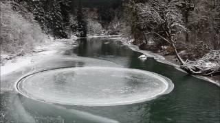 بالفيديو: قرص جليدي ضخم يدور حول نفسه في نهر بأمريكا