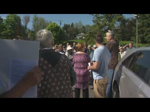 Neighbors protest overnight shelter at Milwaukie church