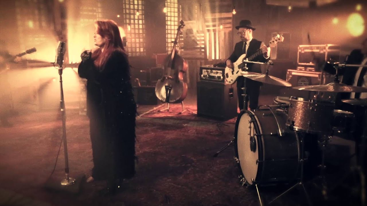 Wynonna & The Big Noise - Jesus And A Jukebox