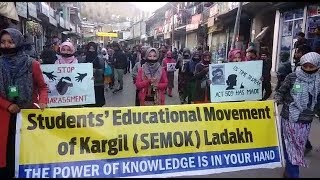 Download Video SEMOK holds candle march seeking justice to Asifa MP3 3GP MP4