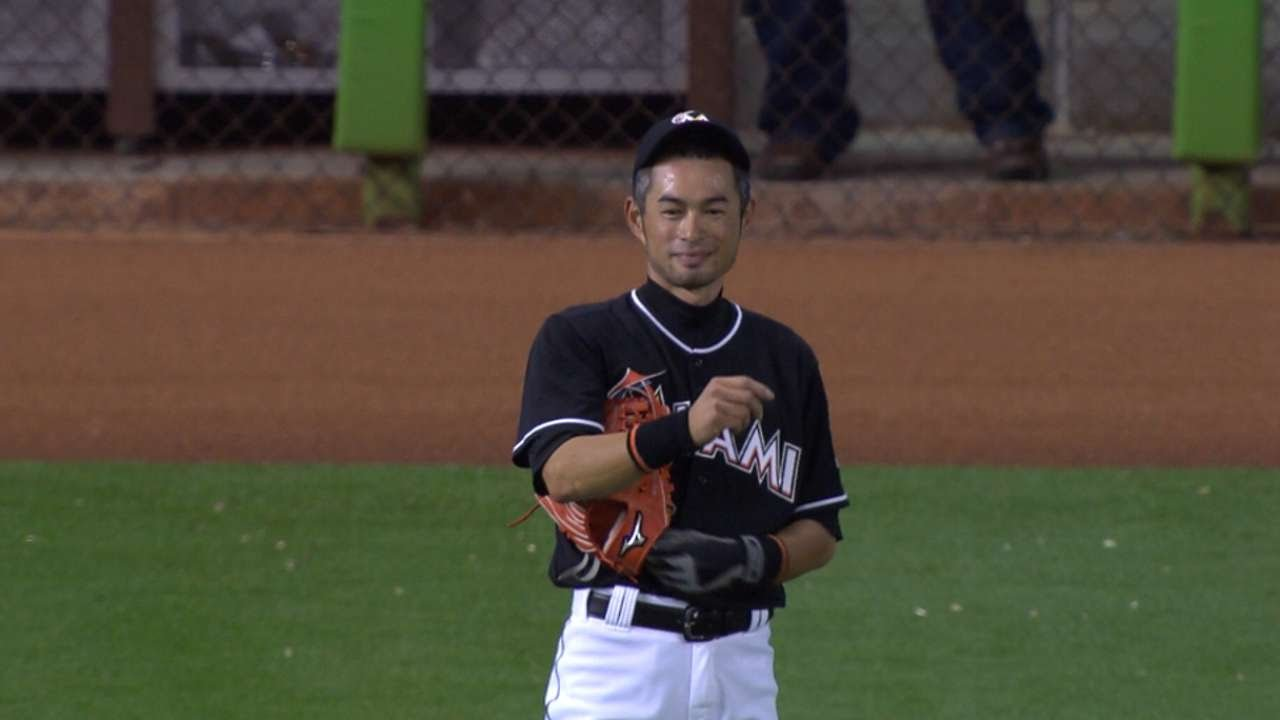Ichiro bats twice before leaving to ovation