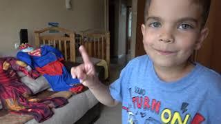 Андрей играет в супергероев и помогает друзьям и брату