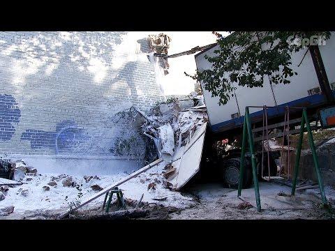 КАМАЗ врезался в дом на Новоузенской. Видео с места ДТП