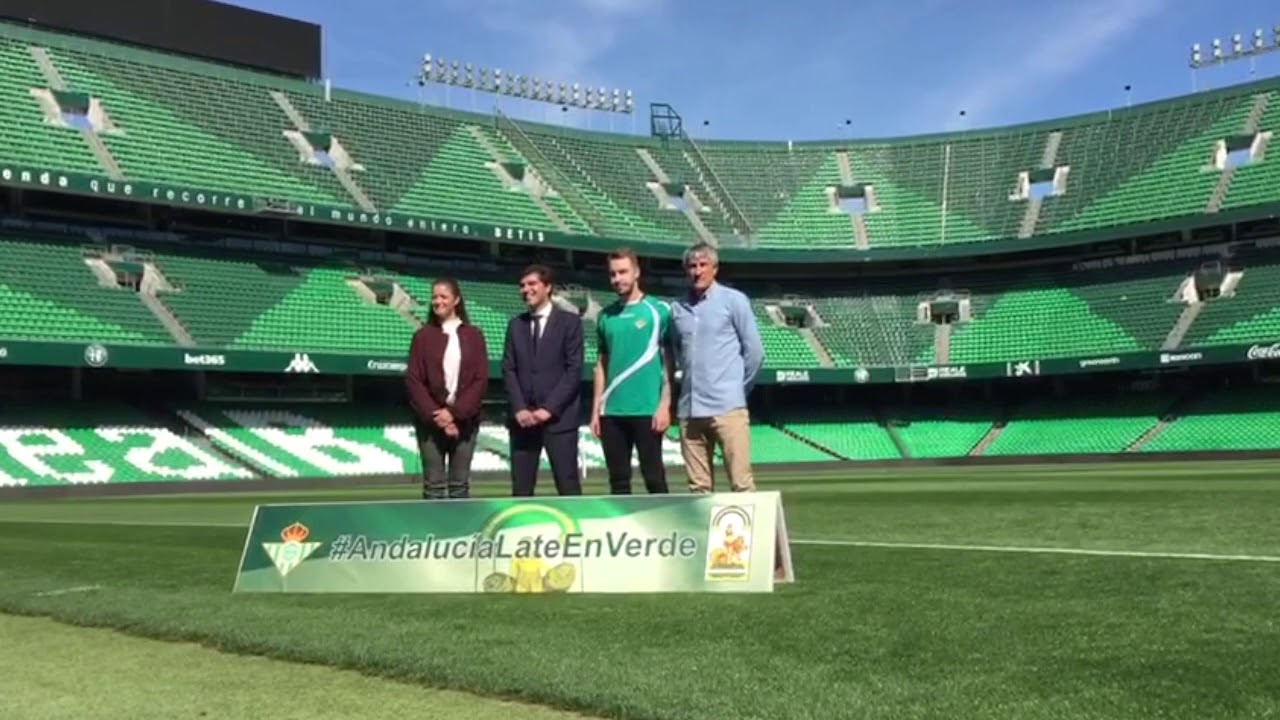 Presentación de las Camisetas de Calentamiento por el Día de Andalucía en  el Betis cc830def53545